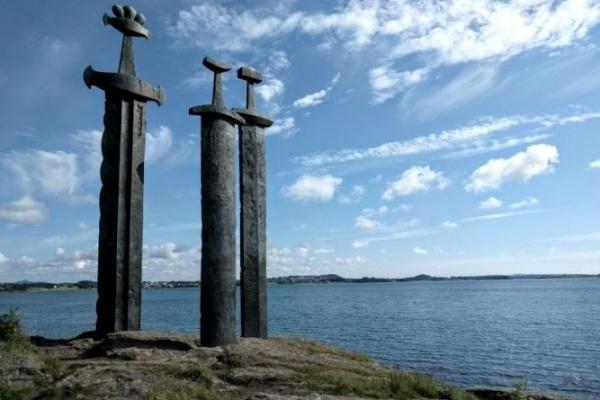 23218fa445bb9b8c743d9ee99ca99b1b - Памятник Мечи в камне (Sverd i fjell) в Норвегии