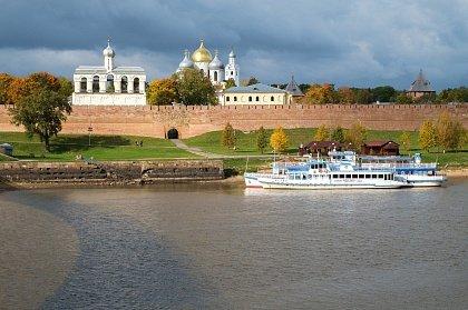 Vid na Novgorodskiy kreml s reki - Великий Новгород