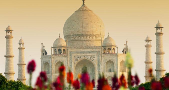 Taj Mahal India Agra 501892 1 675x360 - На Новый год в Индию