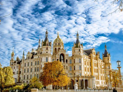 2017World   Germany Schwerin Castle under the beautiful blue sky in autumn  Germany 119942  480x360 - Поехать в Германию самостоятельно