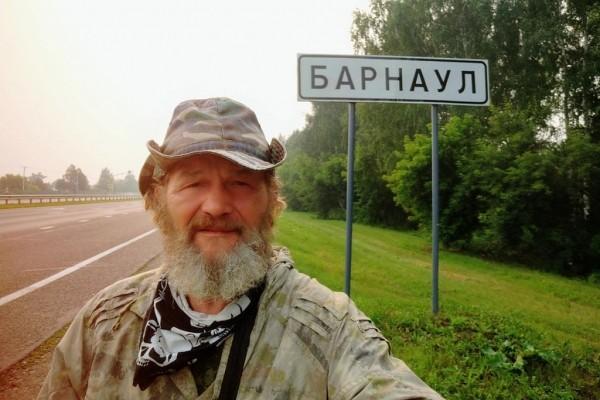 605509c84423b36ce6396daae5abd61f - Мужчина сообщил, что менее чем за 1,5 года он преодолел около 10 тысяч километров, взяв с собой 35-килограммовый рюкзак