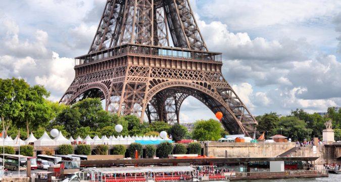 Prichal u Ejfelevoj bashni Parizh 675x360 - Туристические достопримечательности, где запрещено фотографировать: не удивляйтесь