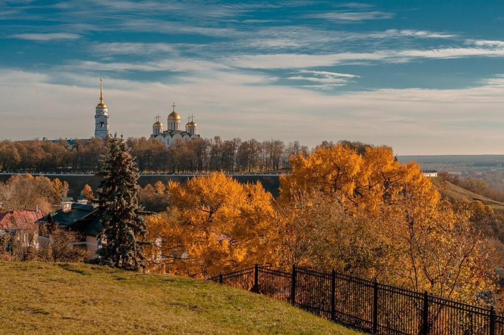 Spasskij holm vo Vladimire 02 1024x682 1 - Под шелест листьев... Осенняя пора в России
