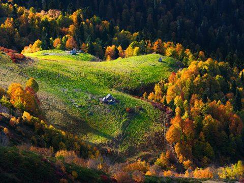 aibga hrebet 480x360 - Под шелест листьев... Осенняя пора в России