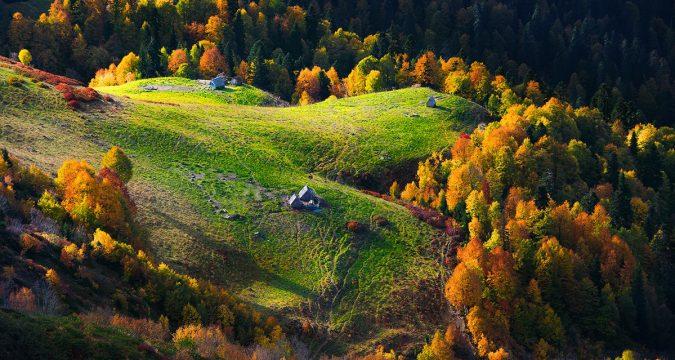 aibga hrebet 675x360 - Под шелест листьев... Осенняя пора в России